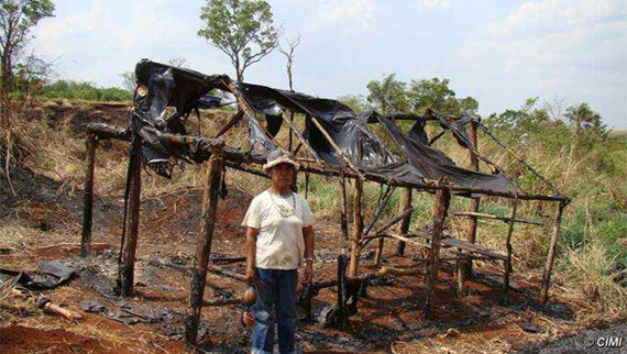 © CIMI | A Guarani house burned down during violent evictions that will make way for deforestation to open land for cattle ranching.
