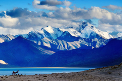 © iStockphoto.com/eAlisa | A view of Himalayan mountains with Tso Moriri lake in the foreground in Ladakh, India.