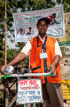© Jeff D. Friesen   A jalabandhu with his transportation. The banner advertises his services.